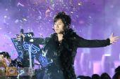 组图:跨年演唱会―张杰演唱《天下》