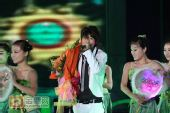 组图:跨年演唱会―魏晨演唱《江南》