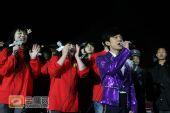 组图:跨年演唱会―何炅热身秀