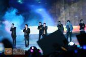 组图:跨年演唱会―SJ-M演唱《至少还有你》