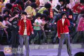 组图:跨年演唱会―陆虎 姚政《超喜欢你》