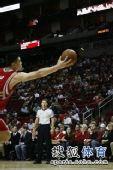 图文:[NBA] 姚明出手