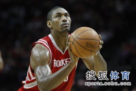 图文:[NBA]火箭VS雄鹿 阿泰投篮