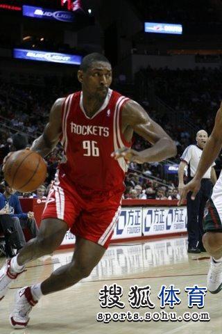 图文:[NBA]火箭VS雄鹿 阿泰突破