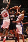 图文:[NBA]76人VS快船 坎比封盖威廉姆斯