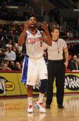 图文:[NBA]76人VS快船 戴维斯愤怒判罚