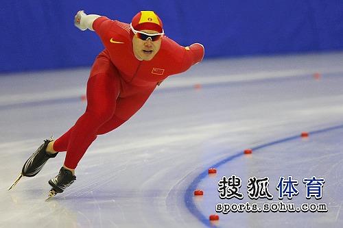 图文:于凤桐夺全运会第二金 于凤桐一马当先