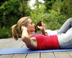 做这种运动能帮你赶走很多妇科病,常仰卧起坐能少得妇科病