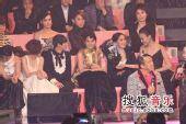 2008劲歌金曲颁奖礼现场 女歌手笑作一团