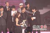 2008劲歌金曲颁奖礼现场 男歌手互相祝福