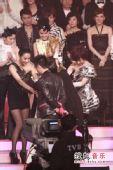 """2008劲歌金曲颁奖礼现场 男歌手跪地""""求婚"""""""