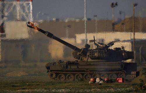 1月3日,在以色列与加沙地带的交界地区,以军火炮向加沙地带开火。