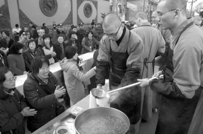 玉佛寺奉赠腊八粥