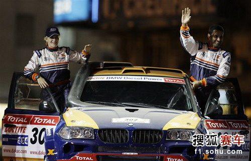 图文:达喀尔拉力赛第一日 阿提耶在发车台上
