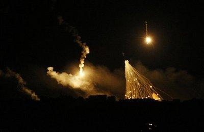 以军向加沙地带发射的照明弹