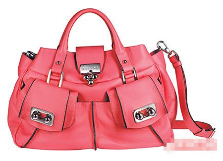 亮粉色鹿皮小型Blossom Bag。1万6875元