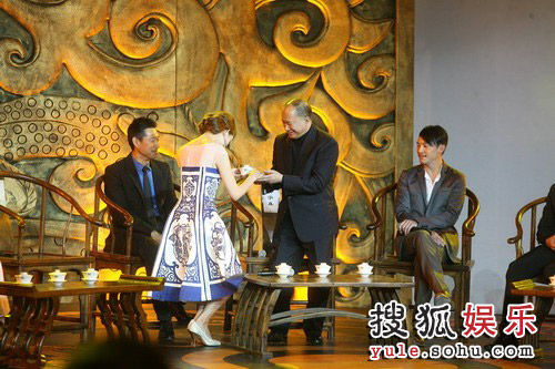 图:《赤壁(下)》首映礼 吴宇森以茶代酒庆功