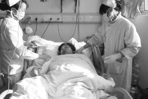 躺在病床上的雷淑兰。