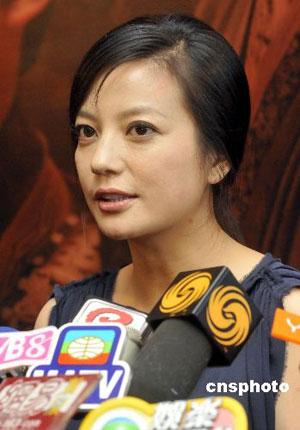 赵薇出席宣传活动后接受媒体访问。 中新社发 邓庆乐 摄