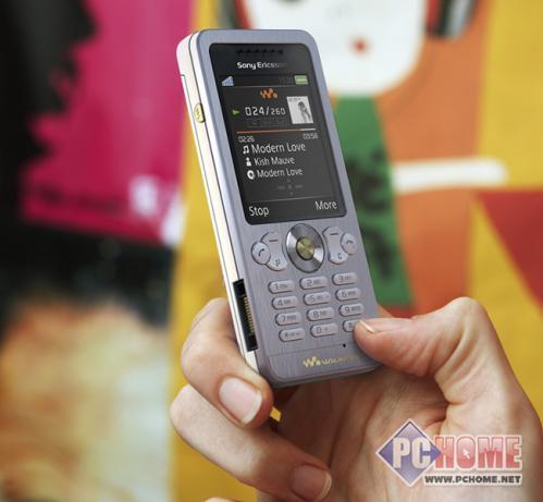 点击查看本文图片 索尼爱立信 W302 - 音乐新宠儿 索尼爱立信W302c廉价登场