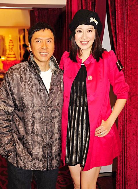 甄子丹前晚与太太汪诗诗到佐敦出席电影庆功。