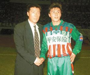 图文:李玮峰将加盟K联赛 与恩师车范根