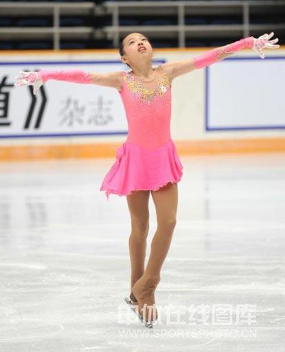 图文:全运会花滑比赛女单 李久凌仰望