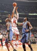 图文:[NBA]公牛平衡进攻完胜奇才 古登急停跳投