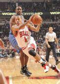 图文:[NBA]公牛平衡进攻完胜奇才 罗斯突破禁区