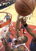 图文:[NBA]公牛平衡进攻完胜奇才 罗斯遭遇犯规