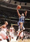 图文:[NBA]公牛平衡进攻完胜奇才 颗粒腾顿低手上篮