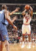 图文:[NBA]公牛平衡进攻完胜奇才 高登外线远投