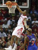 图文:[NBA]火箭VS尼克斯 沃弗单手扣篮