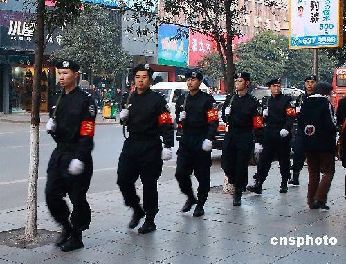 湖南邵阳特警武装巡逻保安全
