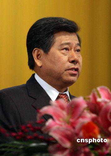 图为北京市政协主席阳安江作常委会工作报告。中新社发 张宇 摄