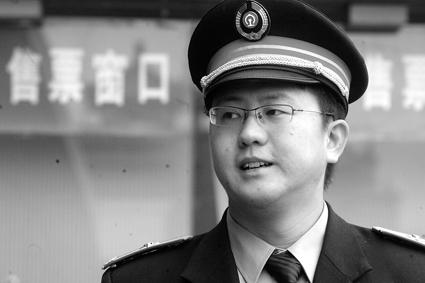 北京站售票大厅售票员曹继涛对记者说