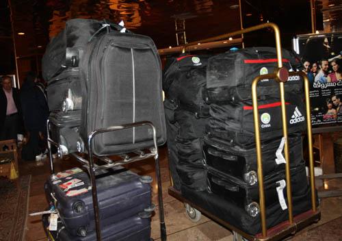 图文:[男足]国足抵达叙利亚 国家队的行李车
