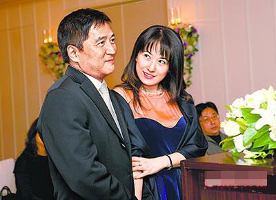 戈伟如(右)和李纪曾昨在君悦饭店举行婚宴,两人神情洋溢幸福甜蜜