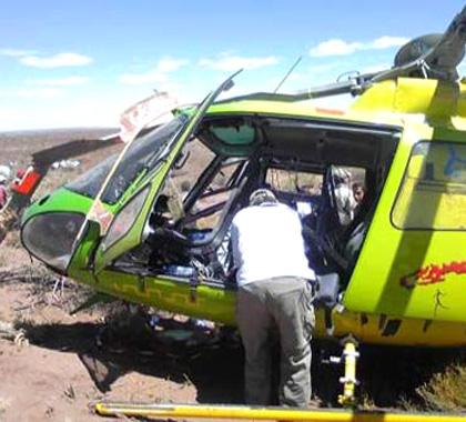 央视直升机跟踪航拍赛车比赛时坠机