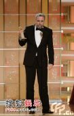 图:《与巴什共舞》获外语片奖 福尔曼领奖