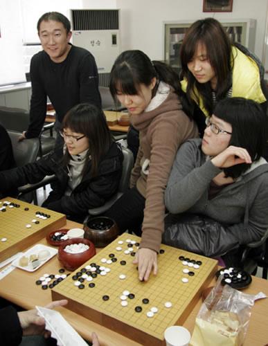 图文:正官庄杯朴智恩连胜 韩国研究室气氛轻松