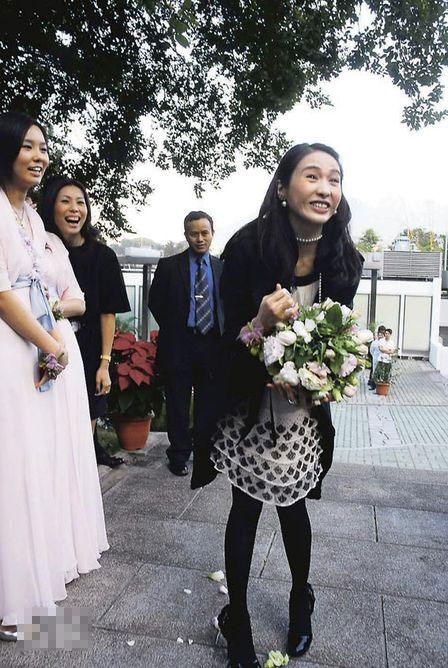 黎姿在07年底接到好友蔡加敏抛出的花球,兴奋透露想尽快嫁得出
