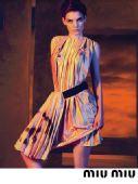 凯蒂-霍尔姆斯为知名品牌做代言 造型冷艳(图)