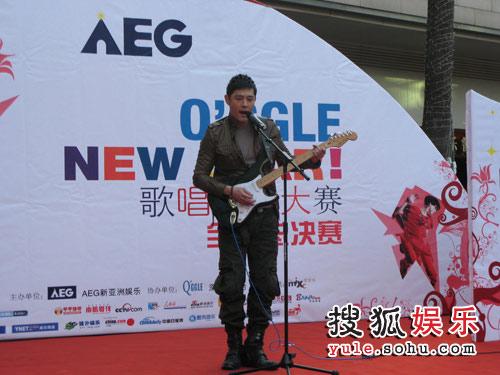 黄维德吉他弹唱《坚强》