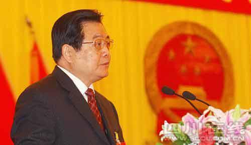 四川省人民政府省长蒋巨峰作政府工作报告。