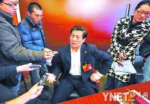 昨天,北京市人民检察院检察长慕平成为媒体采访的焦点