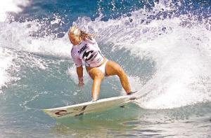 少女冲浪竟遭不测