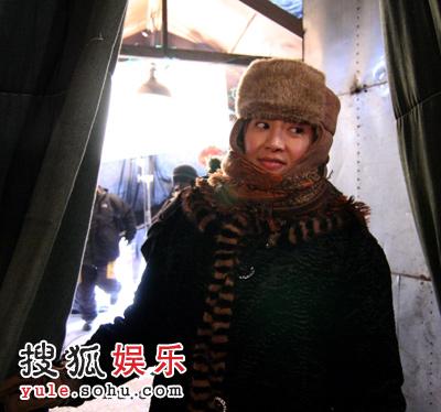 """徐帆《冬天不冷》中造型""""刘大哥,让我取个暖成不?"""""""