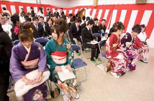 实拍日本20岁美白色新年庆祝成人节(图)板鞋原味女生少女图片