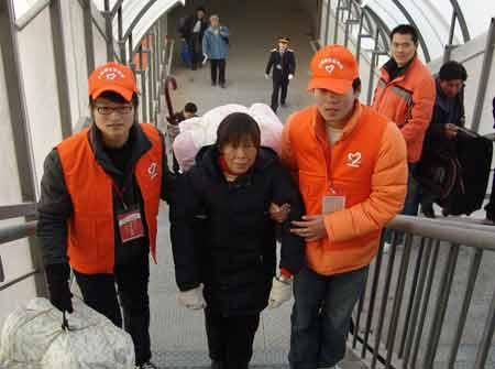 青年志愿者帮扶重点旅客